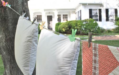 Вывешивают подушку на сонцепеке